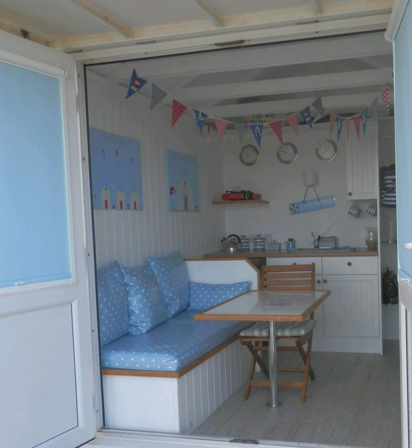 Style file seaside fun sarah woo for Beach hut style interiors